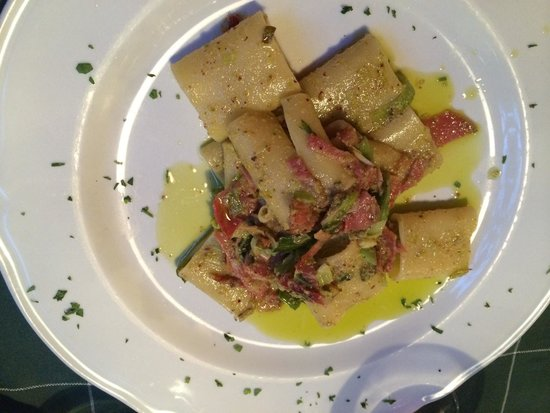 Trattoria Toscana Al Vecchio Forno: Paccheri porro prosciutto croccante e pistacchi