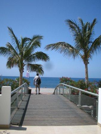 R2 Bahia Playa: en sortant de l'hôtel, voici la vue!