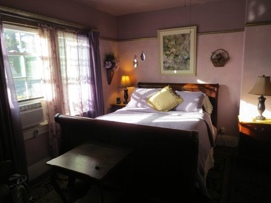 A White Jasmine Inn: Lavender Room