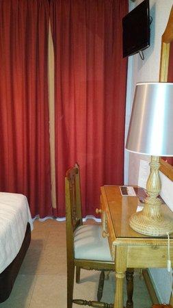Carlos V Hotel: Cortinas