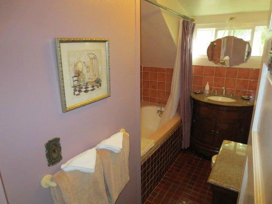 A White Jasmine Inn: Lavender Room