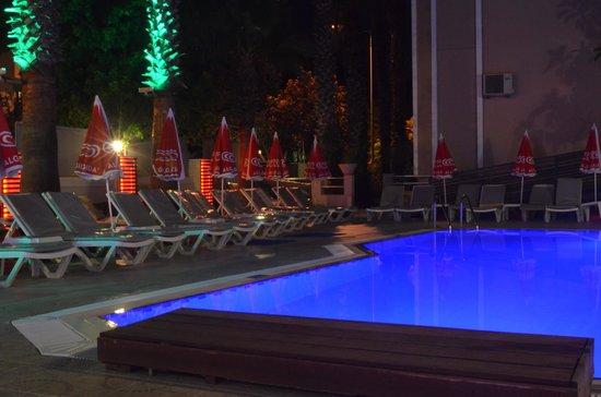 Ercanhan Hotel: Pool at night