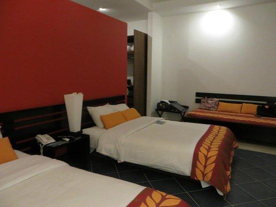 Decameron Barú: Vista de la habitación. Dos cómodas camas, una adicional