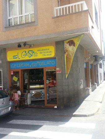Heladeria Artesanal Italiana ...El Gusto: La entrada de la heladería.