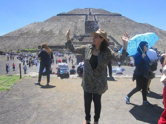 Pyramid of the Sun: Piramide de la luna