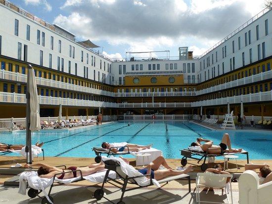 Piscine d 39 t vue du toit terrasse photo de hotel for Molitor piscine prix