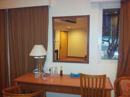 Hotel 81-Tristar: Bureau