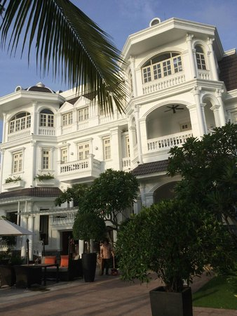 Villa Song Saigon : View of Hotel from patio