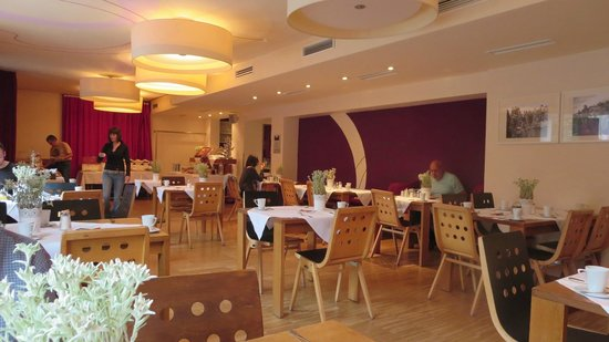 Boutique Hotel Steinerwirt 1493: Breakfast room interior