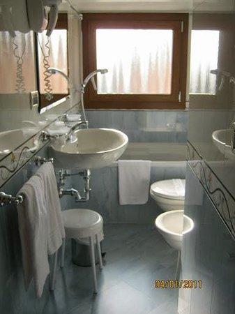 Arlecchino Hotel : Banheiro