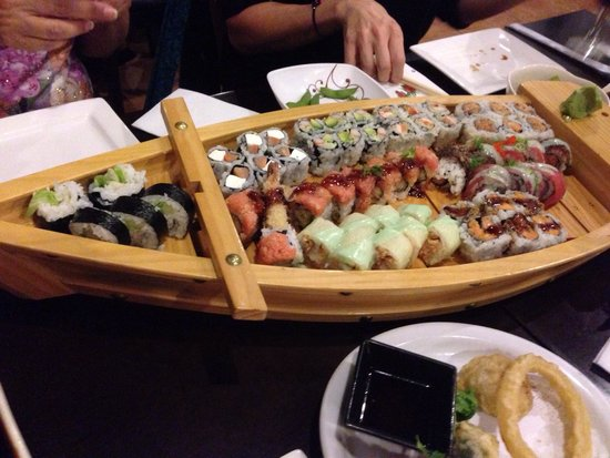 Fuji Hibachi Steak House and Sushi Bar: Another beautiful display by the Fuji staff: 8/06/2014