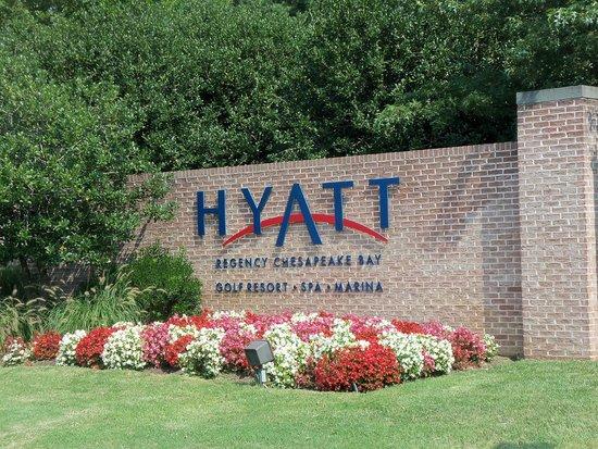 Hyatt Regency Chesapeake Bay Golf Resort, Spa & Marina: entrance to resort