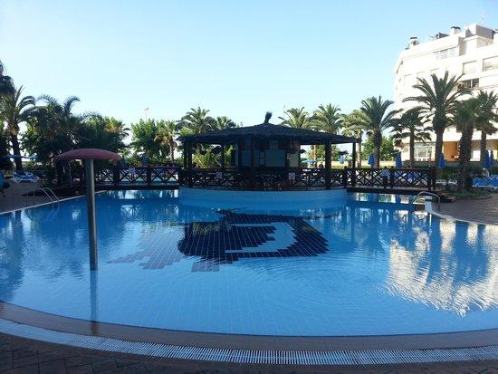 Golden Taurus Park Resort : outdoor pool (shop side)