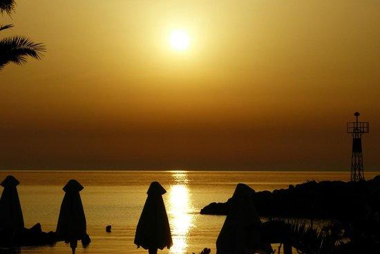 Mirabello Beach & Village Hotel : Sunrise over the beach