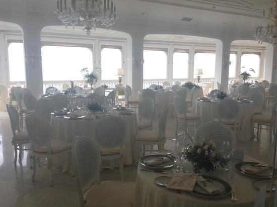 Grand Hotel Ambasciatori: the dining hall dressed ready for a wedding