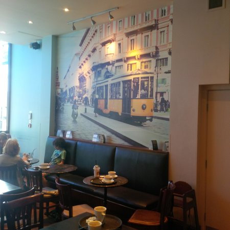 Caffe Nero - Leicester Gallowtree: Sitting inside