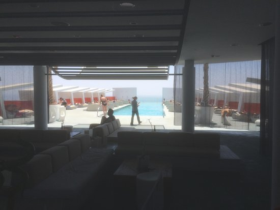 DoubleTree by Hilton Hotel Resort & Spa Reserva del Higueron: Infinity Pool and Bar