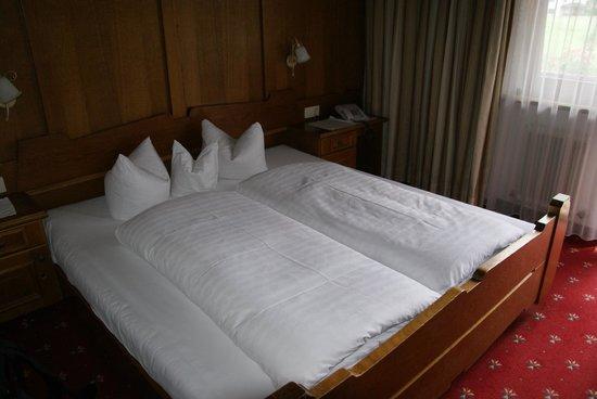 Hotel Garni Glockenstuhl : Room interior.