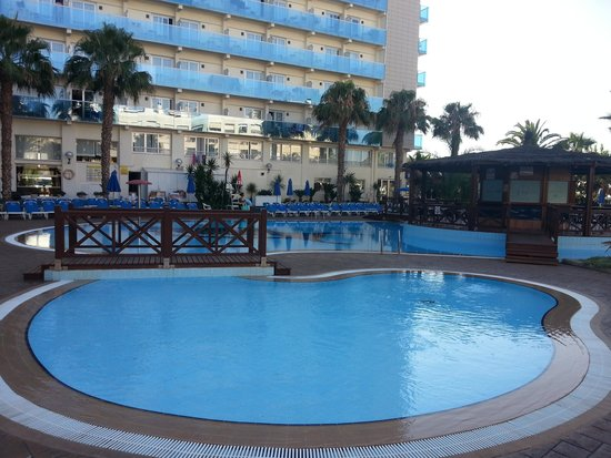 outdoor pool (shop side)