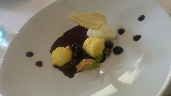 TIAN Experience Taste: Sauerrahmschmarren mit Heidelbeeren und eberraute