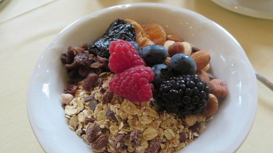 Hotel Garni Glockenstuhl: Breakfast what a treat.