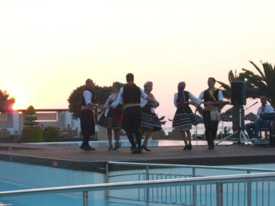 Sentido Ixian Grand : folk dancing at the hotel