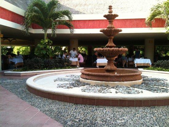 Grand Bahia Principe Tulum : Fonte na sala de refeições de tulum