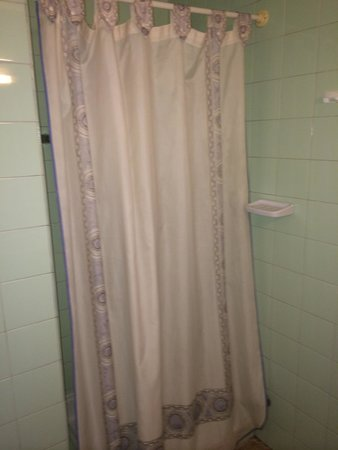 Hotel Condestable: Shower