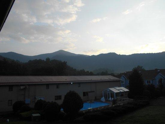 BEST WESTERN Mountainbrook Inn: morning view