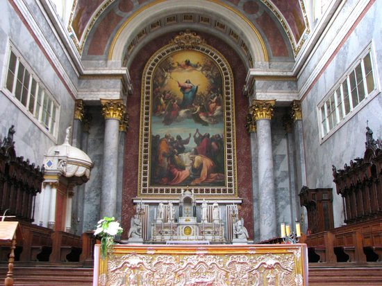 Rinett Guide Tours : Main Altar - Basilica