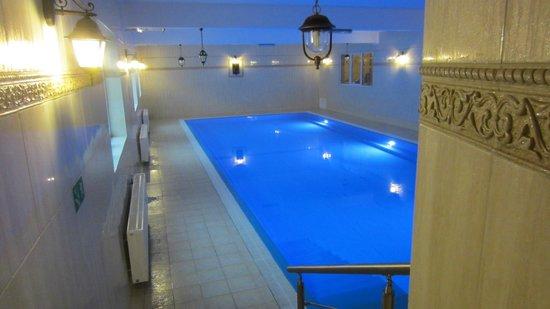 Prawdzic Resort & Conference: Poolen och jacuzzi