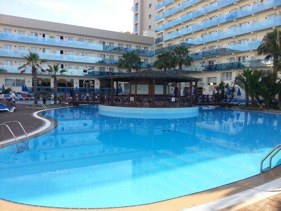 Golden Taurus Park Resort: outdoor pool (shop side)