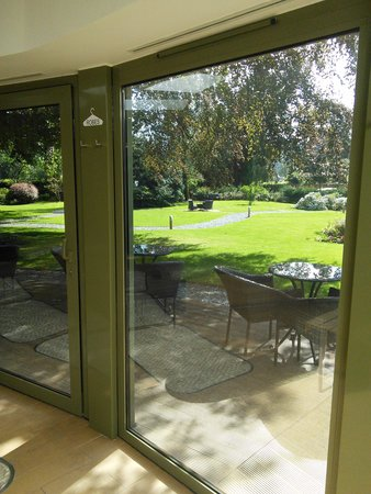 Rothay Garden Hotel: The garden from the spa.