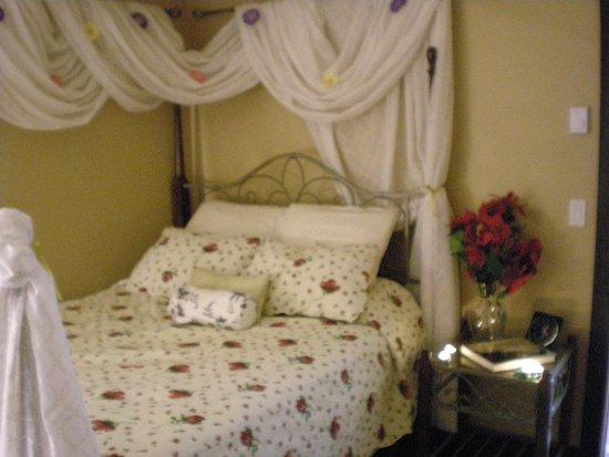 Davis Brook Retreat : Windsor Rose Suite
