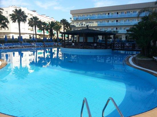 Golden Taurus Park Resort: outside pool (shop side)