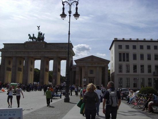 Movenpick Hotel Berlin: Pariser Platz - only a short walk away