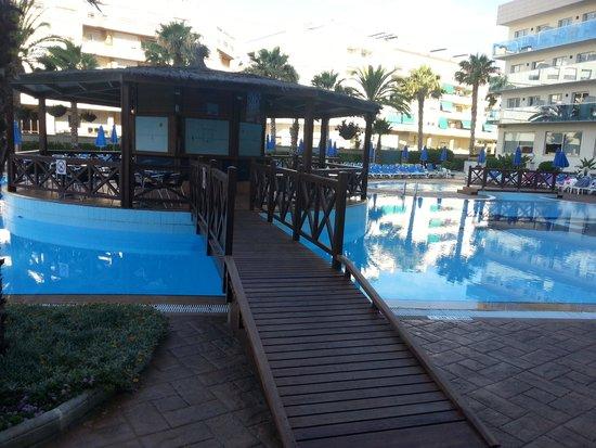 Golden Taurus Park Resort: outside pool & bar (shop side)