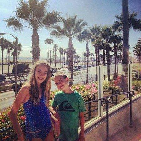 Hyatt Regency Huntington Beach Resort & Spa : View from the bridge