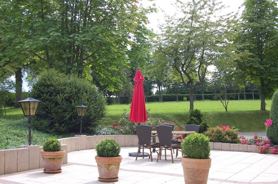 Hotel Oberwiesenhof: Gartenterrasse