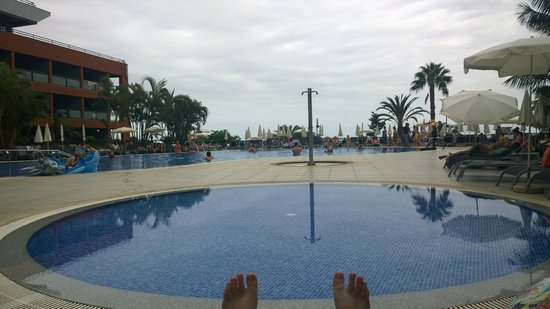 Enotel Lido Madeira : View of pool from Sun beds closest to the bars