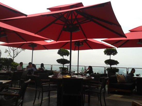 Ce La Vi Restaurant : outside