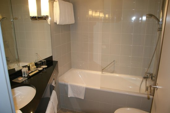 K+K Hotel Maria Theresia: Bathroom.