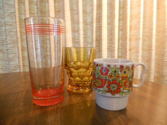 Camp Lacupolis: Retro glassware!
