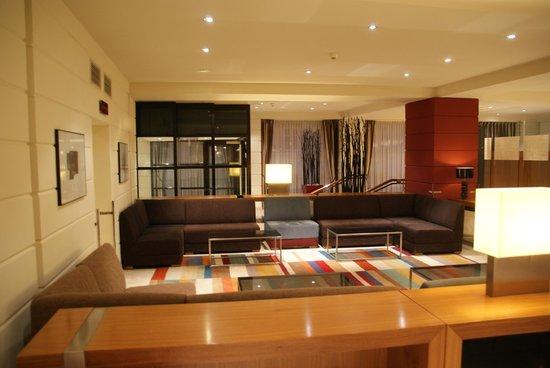 K+K Hotel Maria Theresia: The lobby had a bar.