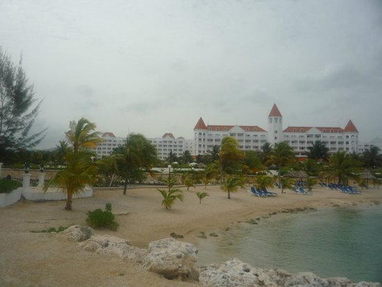 Luxury Bahia Principe Runaway Bay Don Pablo Collection : view from the beach