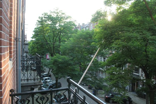 Hotel Aalders: View of street from balcony