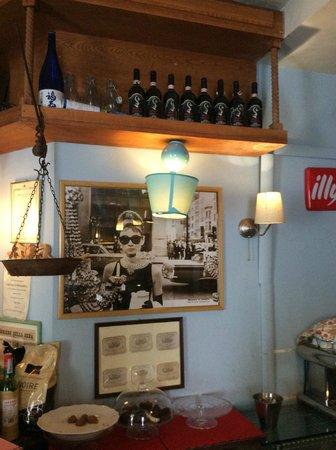 L'enoteca bar a vino: I vini....arredamento molto carino...