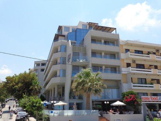 Kriti Beach Hotel: вид со стороны пляжа