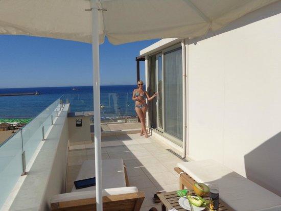 Kriti Beach Hotel: терраса + балкон