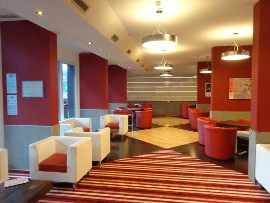 B&B Hotel Trento: la lobby